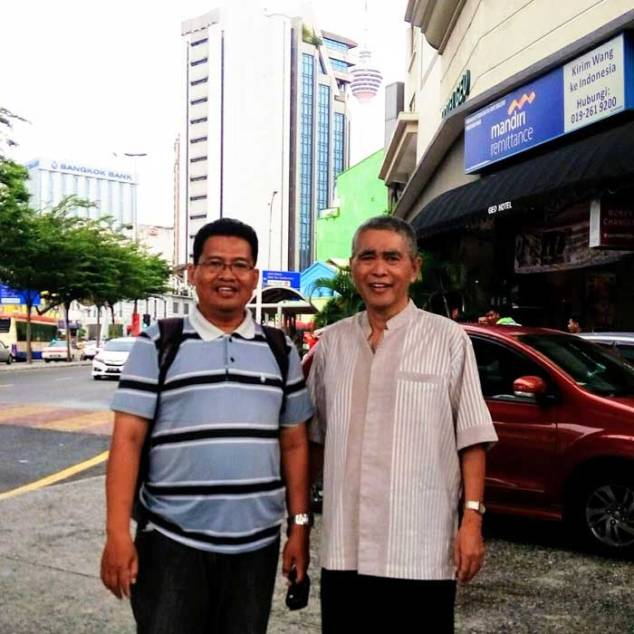 Saya menemani beliau ke Malaysia untuk mengajar Al Qur'an untuk murid-muridnya di sana.